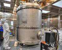 Scientists Piece Together Largest US-Based Dark Matter Experiment