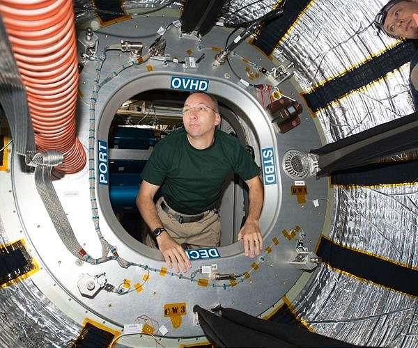 astronaut-randy-bresnik-hatch-iss-bigelow-expandable-aerospace-module-beam-hg.jpg