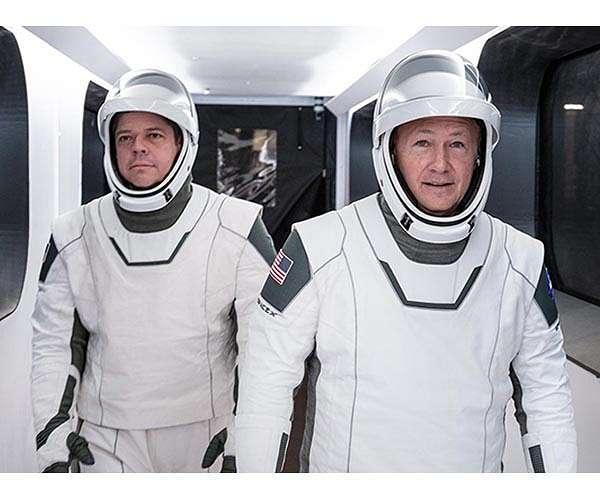 https://www.spxdaily.com/images-hg/bob-behnken-doug-hurley-spacex-spacesuits-hg.jpg
