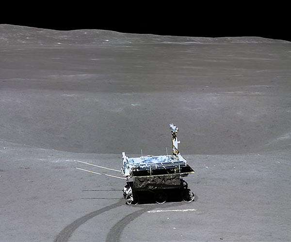 chang-e-4-yutu-2-crater-horizon-hg.jpg