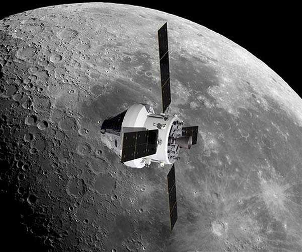 esa-nasa-orion-european-service-module-orbiting-moon-hg.jpg