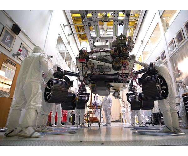 mars-2020-rover-carries-full-weight-on-six-wheels-hg.jpg