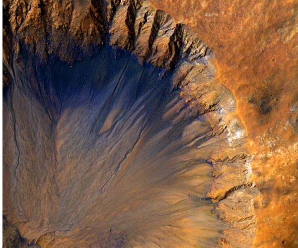 mars-crater-dark-streaks-boiling-water-brine-hg.jpg