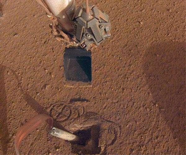 nasa-mars-insight-lander-robotic-arm-push-top-mole-hg.jpg