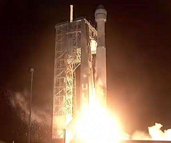 ula-atlas-5-starliner-stack-pad-night-launch-hg.jpg