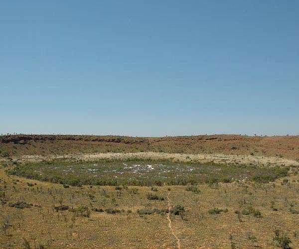 wolfe-creek-meteor-crater-western-australia-hg.jpg