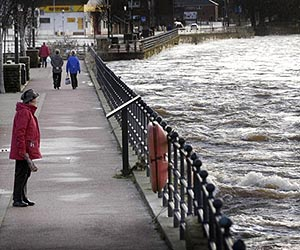 britiain-uk-floods-nov09-afp-lg.jpg