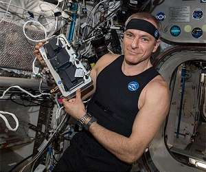 canadian space agency astronaut david saint jacques wears bio monitor short iss lg