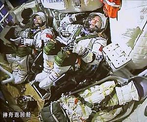 [Image: china-astronauts-jing-haipeng-chen-dong-lg.jpg]