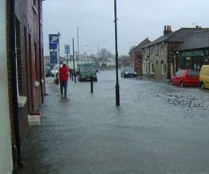 flood-waters-emsworth-uk-march-2008-lg.j