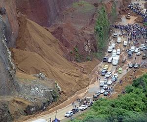 guatemala-landslide-road-sep10-afp-lg.jpg