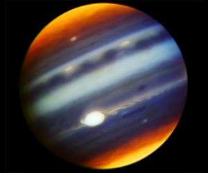 Das GEMINI North Teleskop auf dem Mauna Kea gewann diese Infrarot-Falschfarben-Aufnahme von Jupiter.