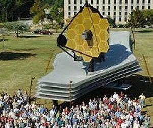 JWST  - Le télescope spatial - 2021 - Page 5 Jwst-life-size-model-lg