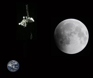 [Image: soyuz-moon-lunar-earth-round-trip-tourists-lg.jpg]