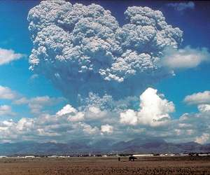 volcano-ash-gas-cloud-mount-pinatubo-lg.jpg